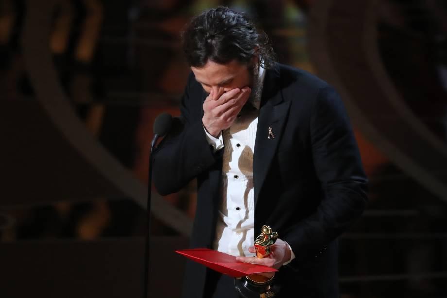Casey Affleck se emociona ao receber o Oscar de Melhor Ator pelo filme 'Manchester À Beira-Mar' - 27/02/2017