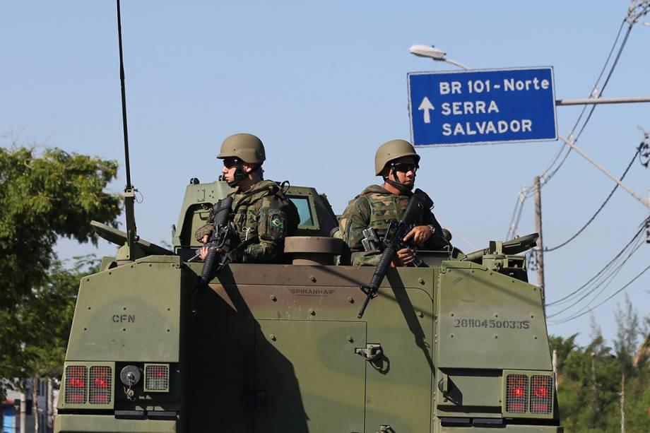 Exército patrulha avenidas da cidade de Vitória, Espírito Santo