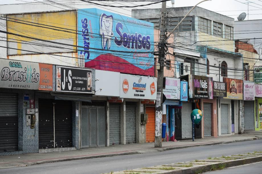 Comerciantes fecham as portas por medo da violência na cidade de Vitória, Espírito Santo