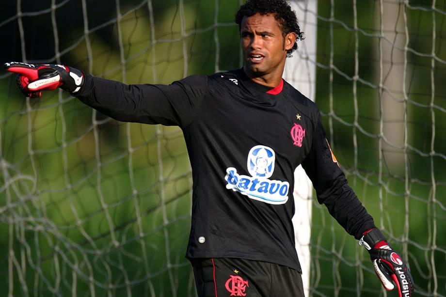 Goleiro Bruno no treino do Flamengo no Ninho do Urubu, em Vargem Grande, em 2010
