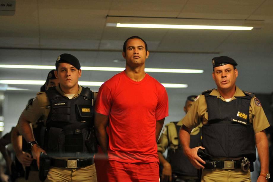 Bruno Fernandes, ex-goleiro do Flamengo, conduzido por policiais para audiência realizada no II Tribunal do Júri, sobre o processo do desaparecimento de Eliza Samudio, sua ex-amante.