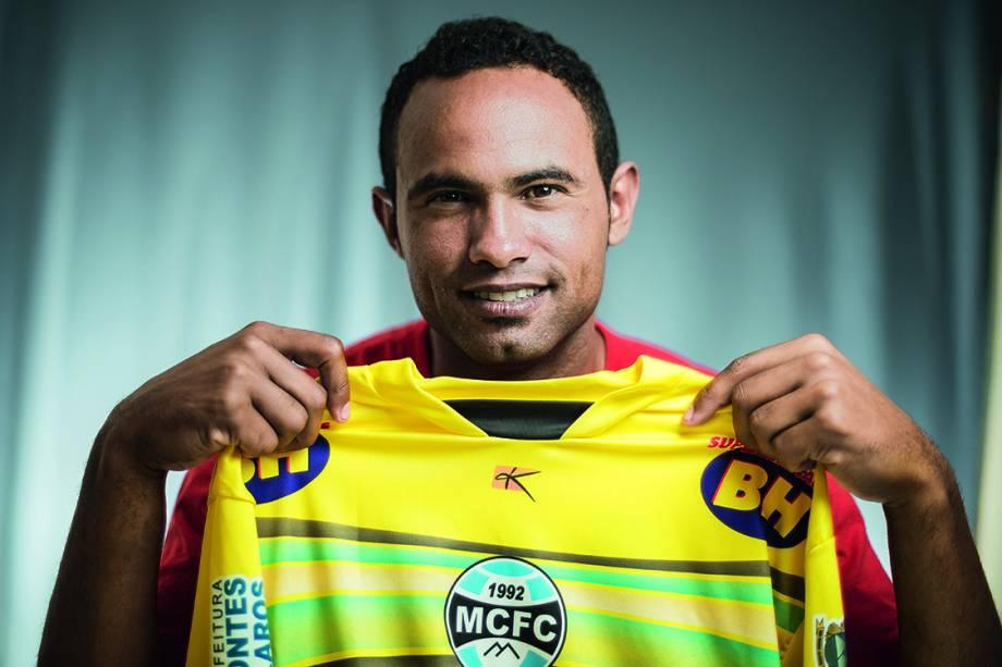 O ex-goleiro Bruno Fernandes no Presídio Nelson Hungria com a camisa do Montes Claros, clube que ele assinou contrato, em 2013