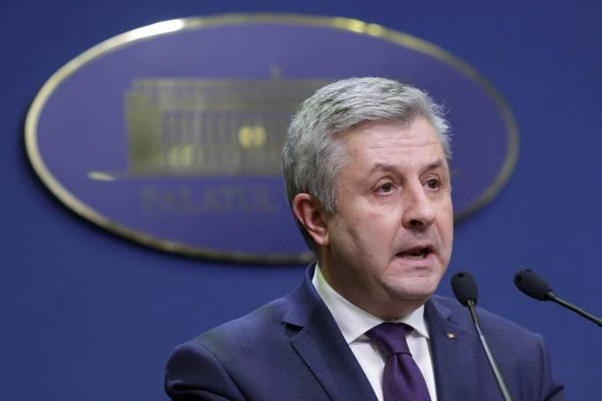 O ministro da Justiça da Romênia, Florin Iordache, deixa o cargo