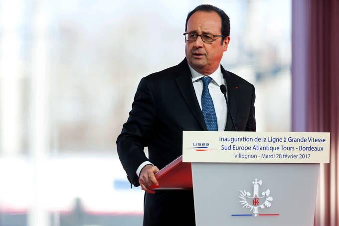 Presidente da França François Hollande durante discurso onde houveram disparos acidentais por um franco-atirador francês
