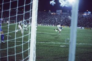 Gol de Elivélton, do Corinthians, no jogo contra o Palmeiras, no Estádio Santa Cruz.