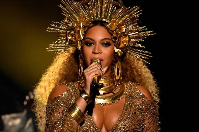 A cantora Beyoncé se apresenta grávida no Grammy 2017, em Los Angeles, nos Estados Unidos – 12/02/2017
