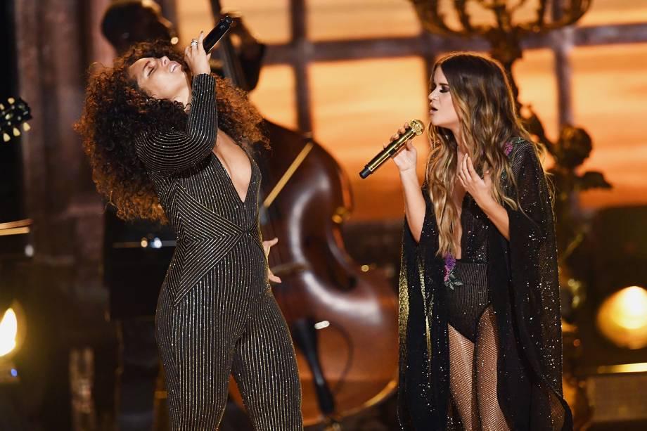 ia Keys canta junto com Maren Morris durante a cerimônia da 59ª edição do Grammy no Staples Center, em Los Angeles, nos Estados Unidos - 12/02/2017