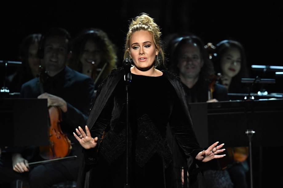 Adele pede para recomeçar apresentação durante a cerimônia da 59ª edição do Grammy no Staples Center, em Los Angeles, nos Estados Unidos - 12/02/2017