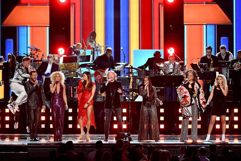 Jimi Westbrook, Kimberly Schlapman, Karen Fairchild, Demi Lovato, Andra Day e Tori Kelly durante a cerimônia da 59ª edição do Grammy no Staples Center, em Los Angeles, nos Estados Unidos - 12/02/2017