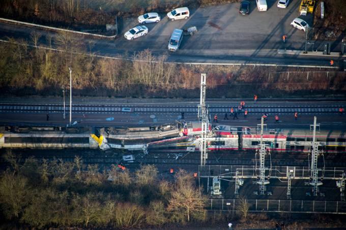 Imagens do dia – Acidente de trem em Luxemburgo