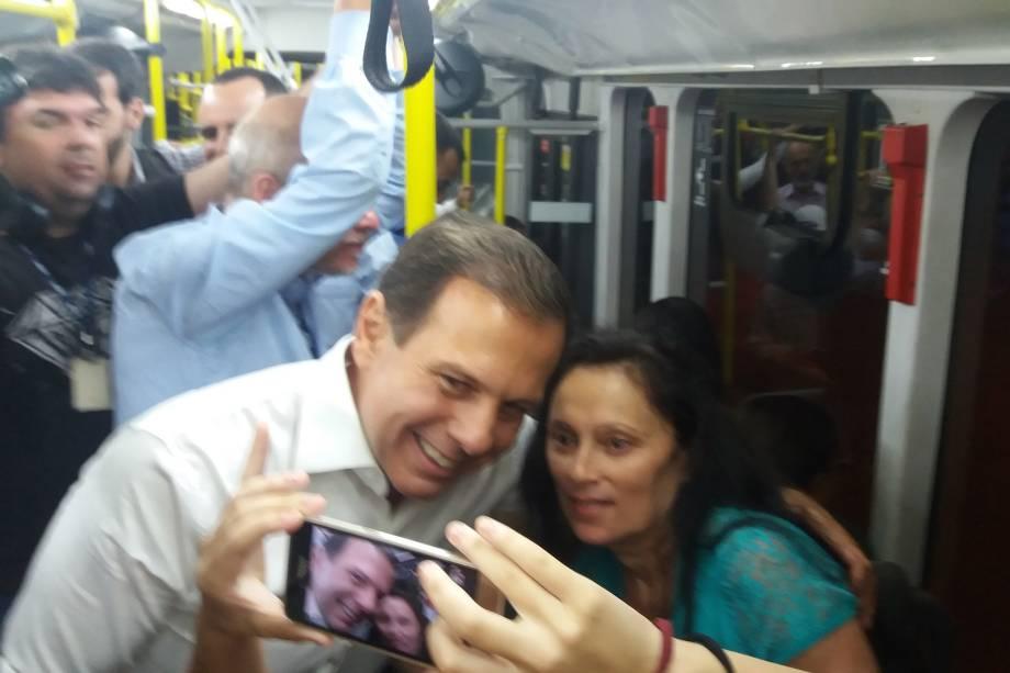 O prefeito de São Paulo, João Doria, durante visita ao Terminal Capelinha,  zona sul da cidade. Doria fez uma viagem de ônibus até o Terminal Bandeira, no Centro - 06/02/2017