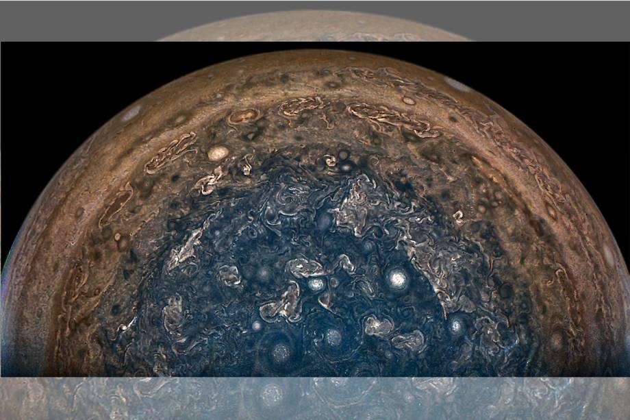 NASA captura imagem do polo sul de Júpiter a 101,000 km de altura, durante a missão Juno, que começou em 4 de julho de 2016- 22/02/2017