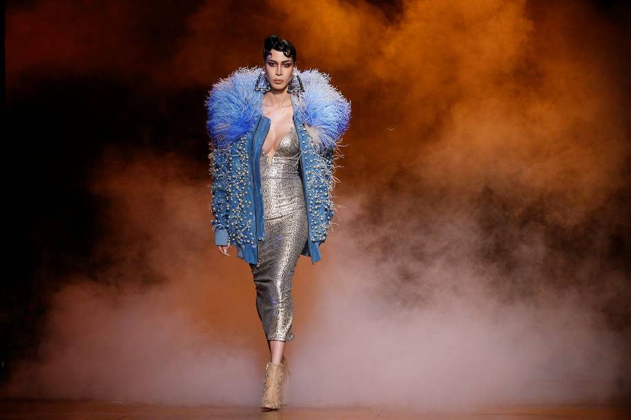 Modelo desfila coleção Outono/Inverno da The Blonds no New York Fashion Week em Manhattan - Imagem publicada em 15/02/2017