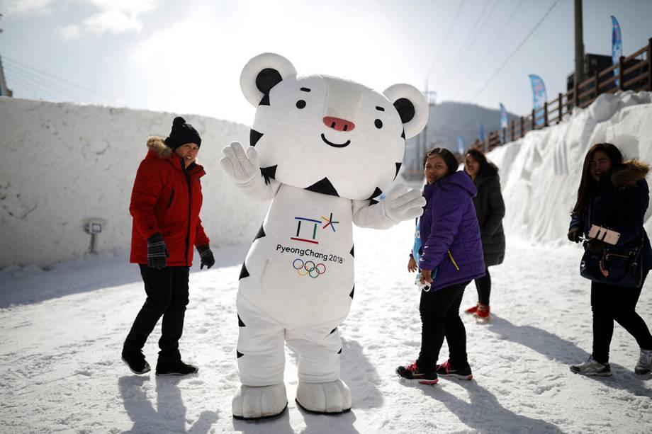 Mascote da Olimpíada de Inverno de PyeongChang acena durante festival na Coreia do Sul - 10/02/2017