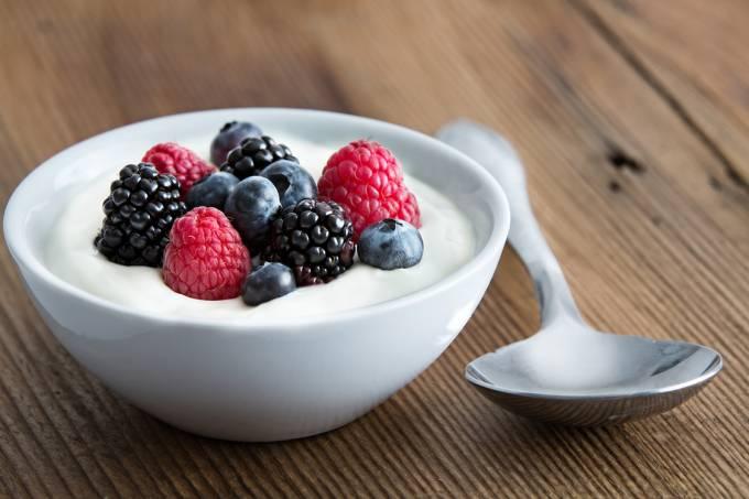 Iogurte e berries