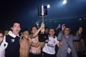 Jogadores do Corinthians comemorando a conquista da Copa Brasil, contra o Grêmio, no Estádio Olímpico.