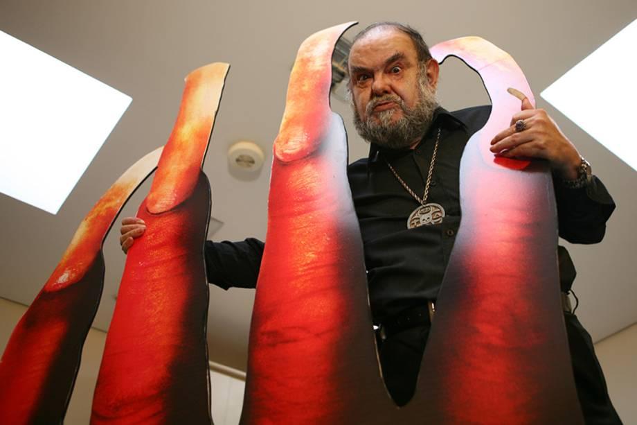 """José Mojica Marins, o Zé do Caixão, durante a coletiva de imprensa do filme """"Encarnação do Demônio"""", no Cine Sesc"""