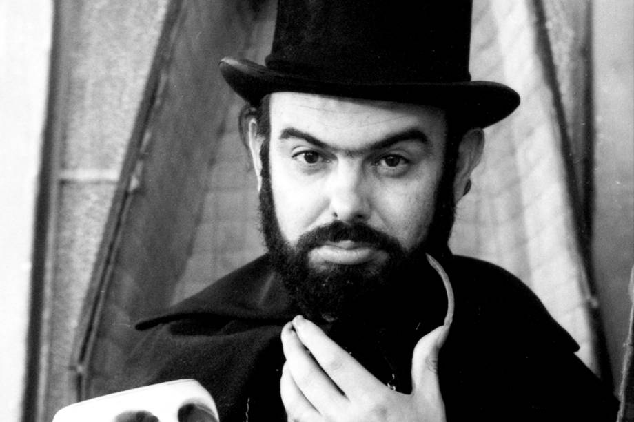 """José Mojica Marins como """"Zé do Caixão"""""""