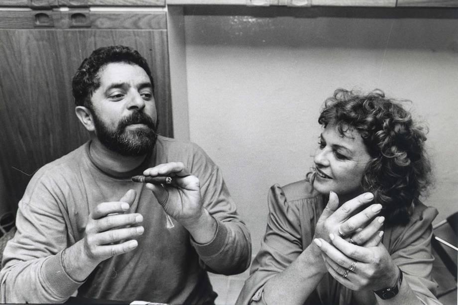 O então metalúrgico e líder sindical Lula, ao lado de Marisa, durante a campanha presidencial de 1989