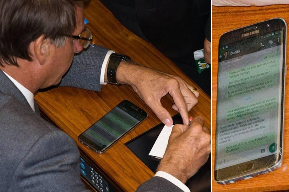 O deputado Jair Bolsonaro troca mensagens com o filho pelo celular