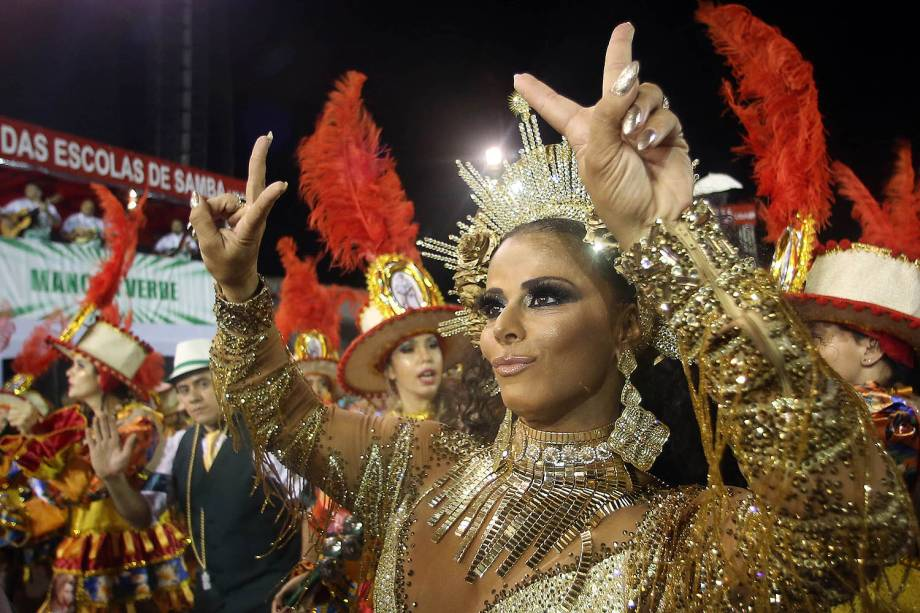 A rainha de bateria da Mancha Verde, Viviane Araújo, durante o segundo dia dos desfiles das escolas de samba, no Sambódromo do Anhembi, em São Paulo (SP) - 25/02/2017
