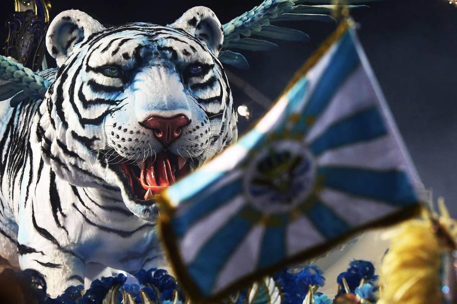 Com o enredo 'Paz - O império da nova era', a escola Império de Casa Verde desfila no Sambódromo do Anhembi, em São Paulo - 26/02/2017