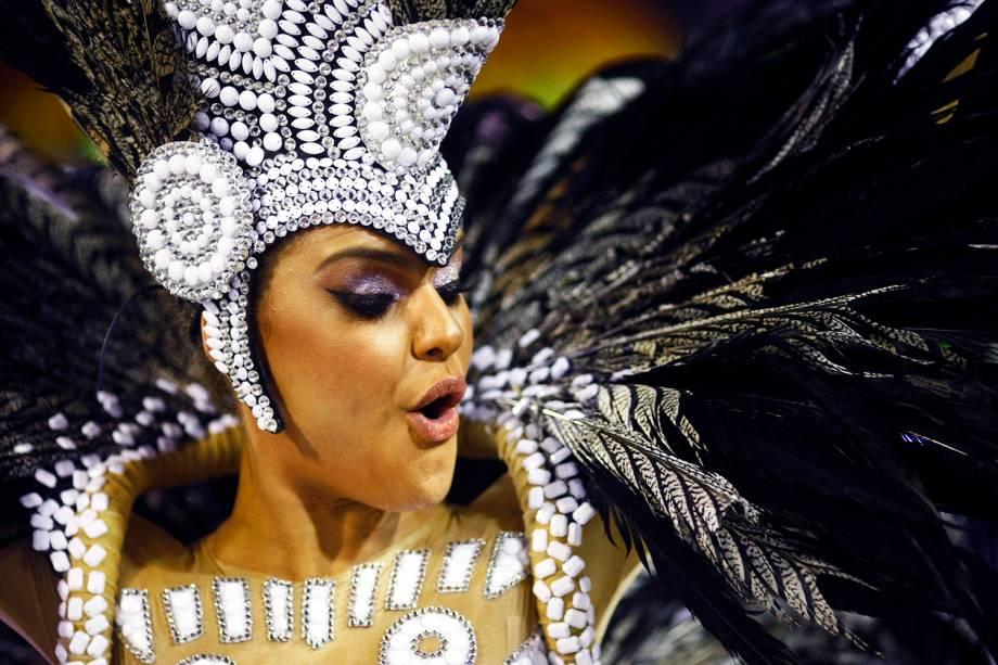 A rainha de bateria da Acadêmicos do Grande Rio, Paloma Bernardi, durante a primeira noite de desfiles na Marquês de Sapucaí - 27/02/2017