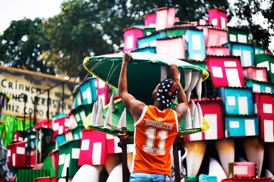 Movimentação antes dos desfiles no Sambódromo Marquês de Sapucaí no Rio de Janeiro (RJ) - 26/02/2017