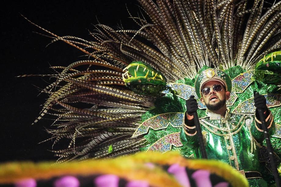 Com o enredo 'Carnavaleidoscópio tropifágico', a escola de samba Paraíso do Tuiuti abre a primeira noite de desfiles no Sambódromo da Marquês de Sapucaí, no Rio de Janeiro (RJ) - 26/02/2017
