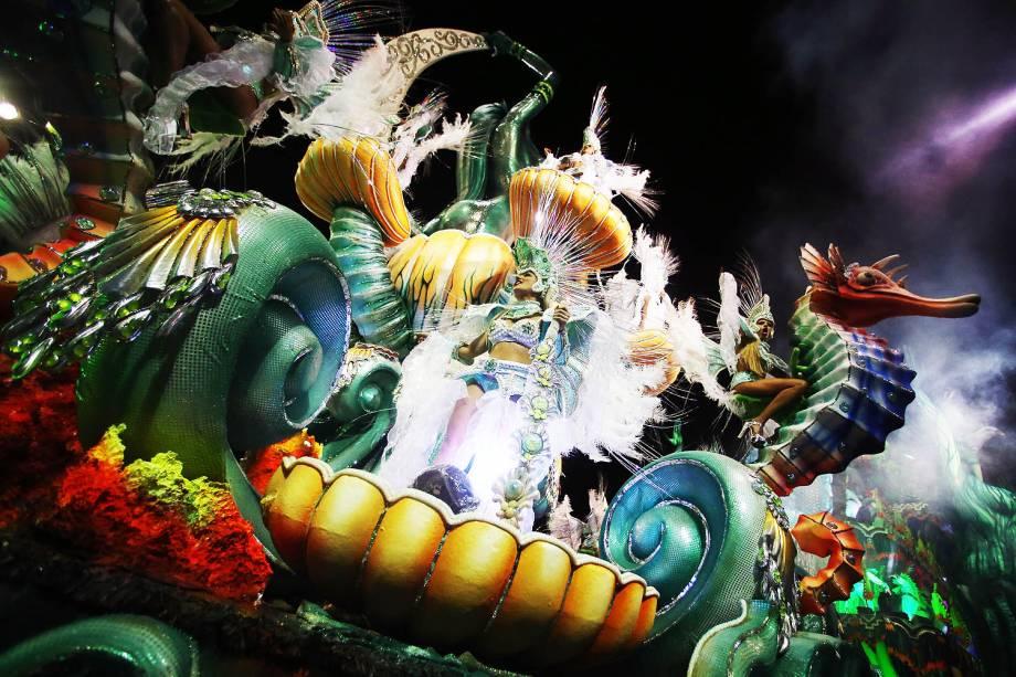 Com o enredo 'A Peruche no maior axé exalta Salvador, cidade da Bahia, caldeirão de raças, cultura, fé e alegria', a escola Unidos do Peruche desfila no Sambódromo do Anhembi, em São Paulo - 26/02/2017
