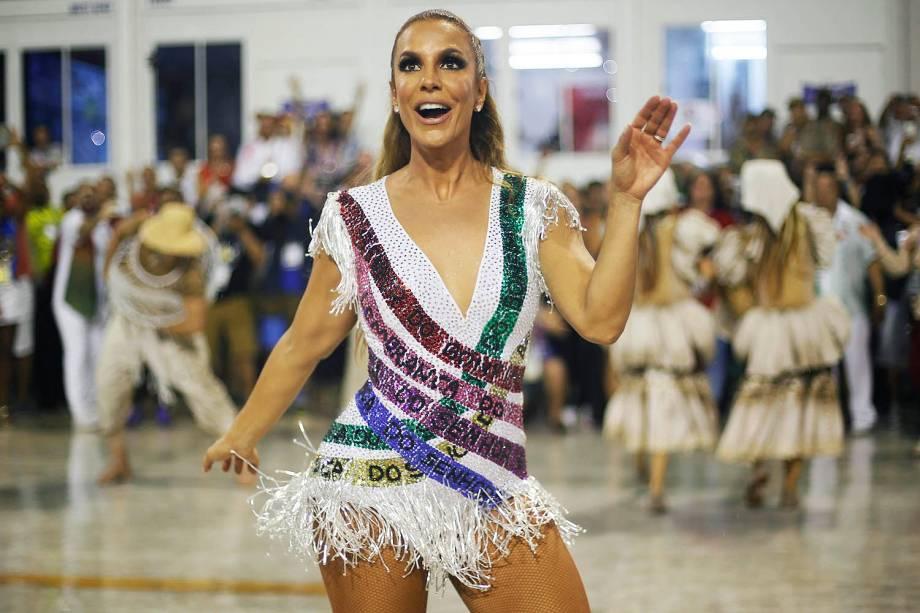 Com o enredo ' Ivete do rio ao Rio', a escola de samba Acadêmicos do Grande Rio desfila no Sambódromo da Marquês de Sapucaí, no Rio de Janeiro (RJ) - 26/02/2017