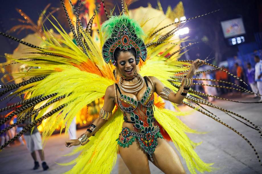 A cantora Lexa desfila pela escola de samba Unidos de Vila Isabel - 27/02/2017