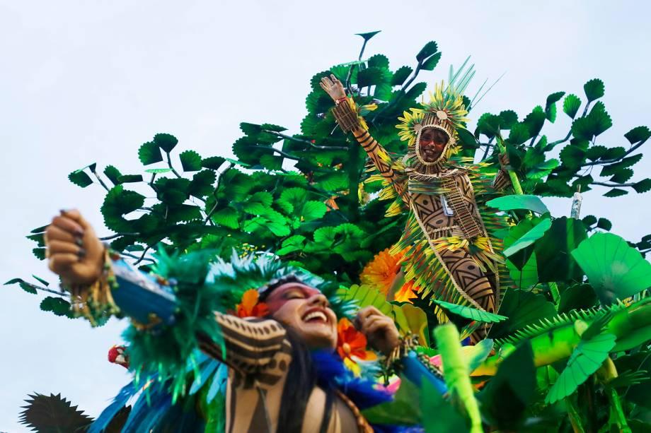 Beija-Flor de Nilópolis é a última escola a desfilar na primeira noite do Carnaval carioca  - 27/02/2017