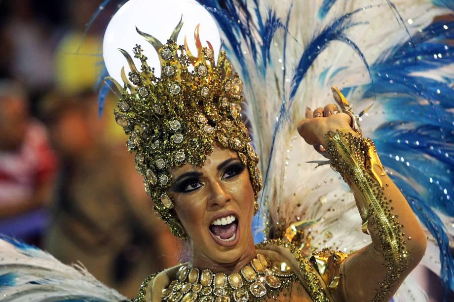 Com o enredo 'O som da cor', a escola de samba Unidos de Vila Isabel desfila no Sambódromo da Marquês de Sapucaí, no Rio de Janeiro (RJ) - 27/02/2017