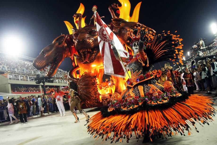 Com o enredo 'A divina comédia do carnaval', a escola de samba Acadêmicos do Salgueiro desfila no Sambódromo da Marquês de Sapucaí, no Rio de Janeiro (RJ) - 27/02/2017