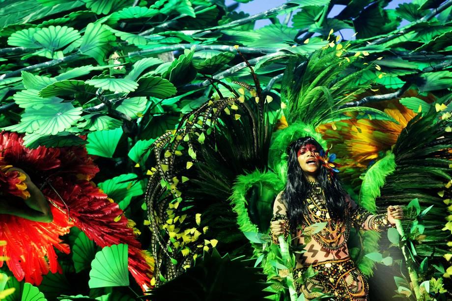 Com o enredo 'A virgem dos lábios de mel - Iracema', a escola de samba Beija-Flor de Nilópolis desfila no Sambódromo da Marquês de Sapucaí, no Rio de Janeiro (RJ) - 27/02/2017