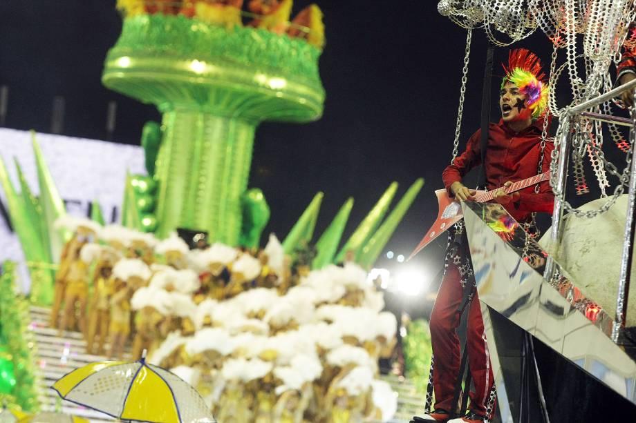 Com o enredo 'Música na alma, inspiração de uma nação', a escola de samba Unidos da Tijuca desfila no Sambódromo da Marquês de Sapucaí, no Rio de Janeiro (RJ) - 28/02/2017