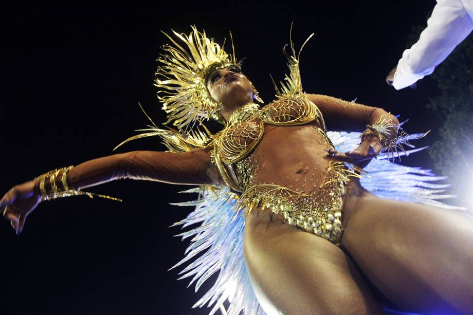 A rainha de bateria da Portela, Bianca Monteiro, durante a segunda noite de desfiles na Marquês de Sapucaí - 28/02/2017