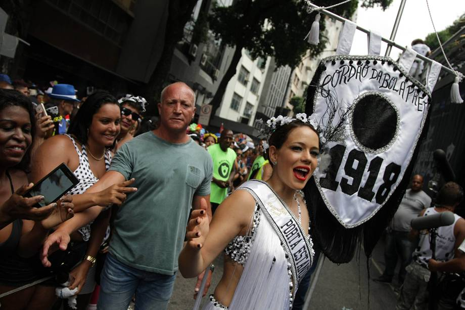 Leandra Leal desfila no bloco tradicional Cordão da Bola Preta no Rio de Janeiro - 25/02/2017
