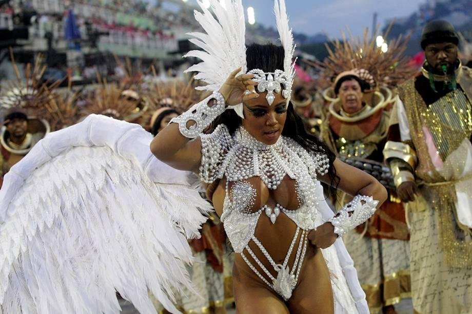 Escola de samba Mangueira desfila no Sambódromo da Marquês de Sapucaí, no Rio de Janeiro