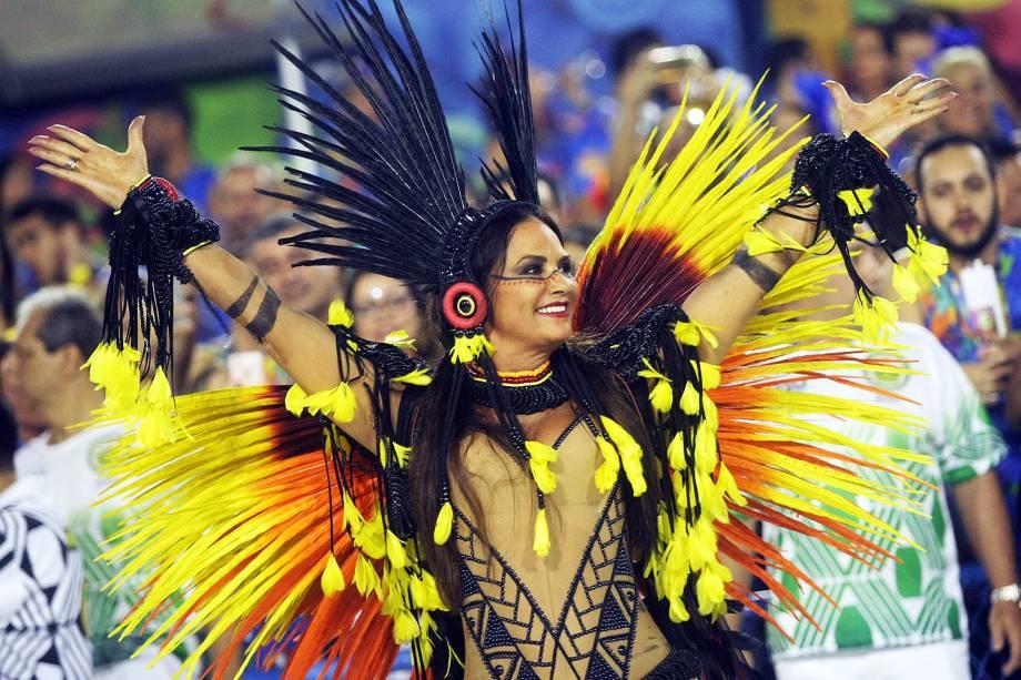 A musa da Imperatriz Leopoldinense, Luiza Brunet, durante a primeira noite do desfile das escolas de samba do Grupo Especial carioca - 27/02/2017