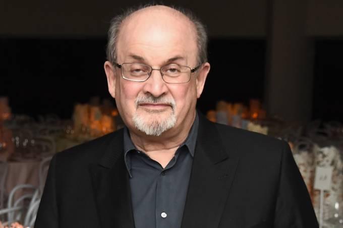 O escritor Salman Rushdie em 2016