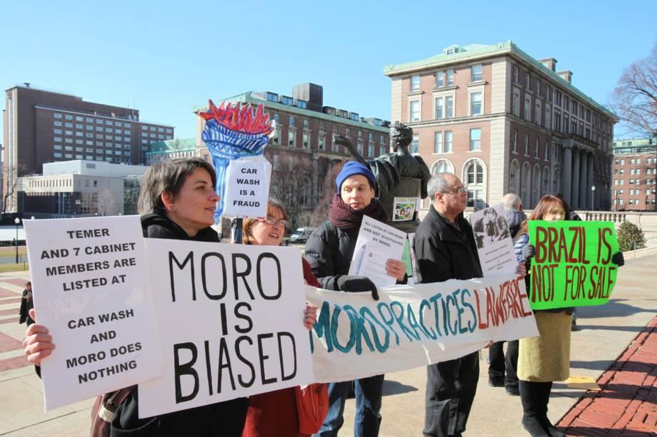 O juiz Sérgio Moro é alvo de protestos durante evento na Universidade Columbia, em Nova York