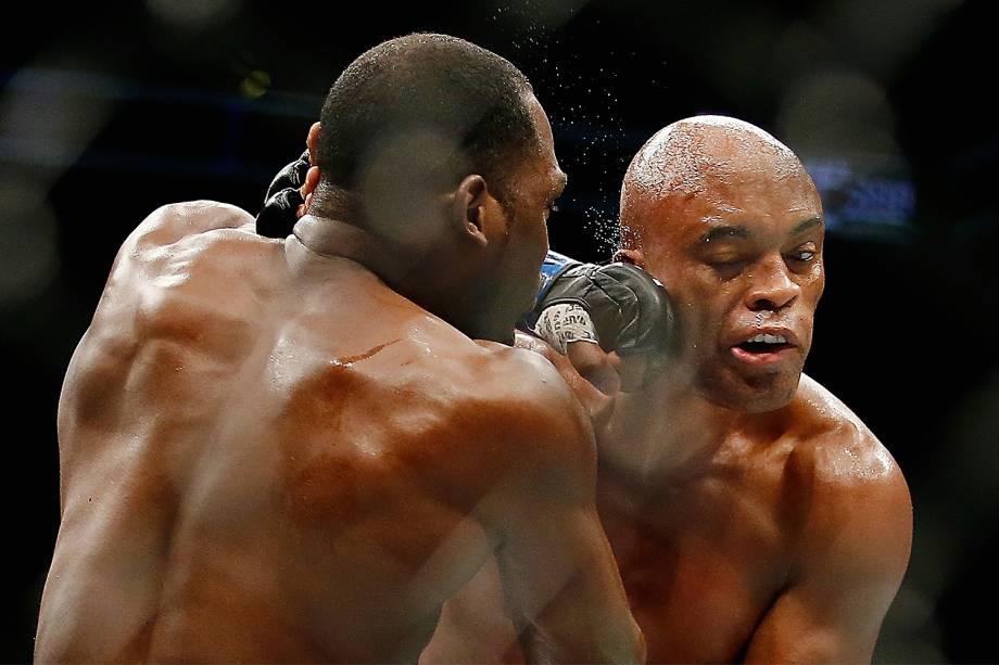 Após 4 anos, Anderson Silva supera Brunson e volta a vencer no UFC 208, por decisão unânime dos jurados - 12/02/2017