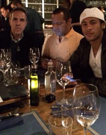 Neymar com o pai e empresário