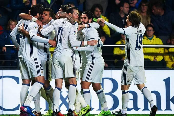 Jogadores do Real Madrid comemoram gol marcado por Morata sobre o Villareal, na Espanha