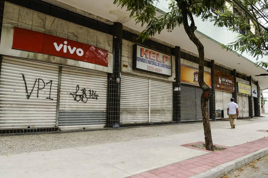 Lojas fechadas em Vitória em virtude da manifestação de familiares dos policiais militares do Espirito Santo, em frente ao Batalhão da PM na capital, que impede a saída das viaturas para patrulhamento nas ruas.