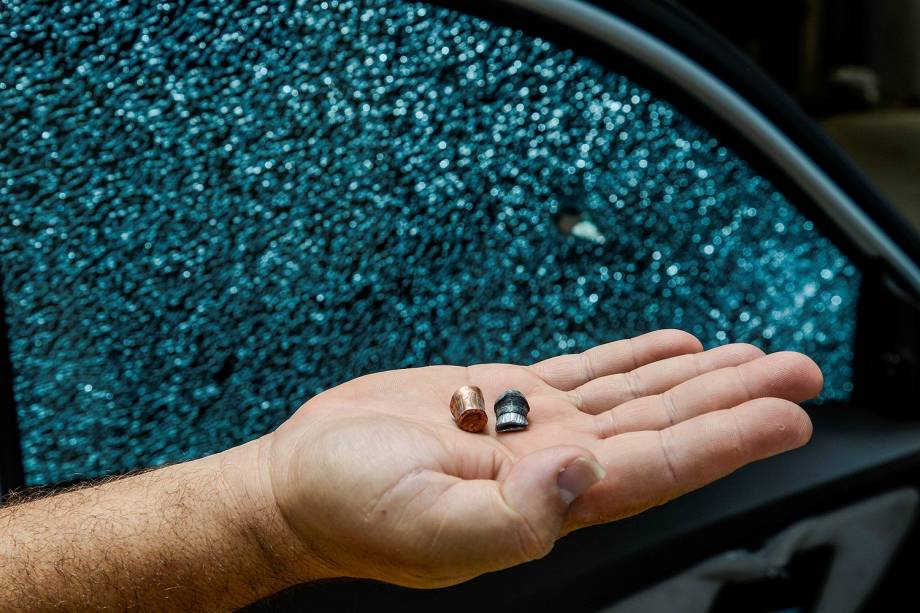 Violência no Espírito Santo - Comerciante que teve o carro atingido por quatro tiros na noite de domingo na BR 262