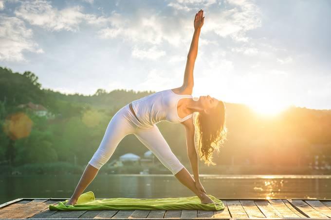 Mulher faznedo yoga