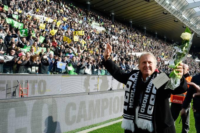 Zico é homenageado pela Udinese na Itália